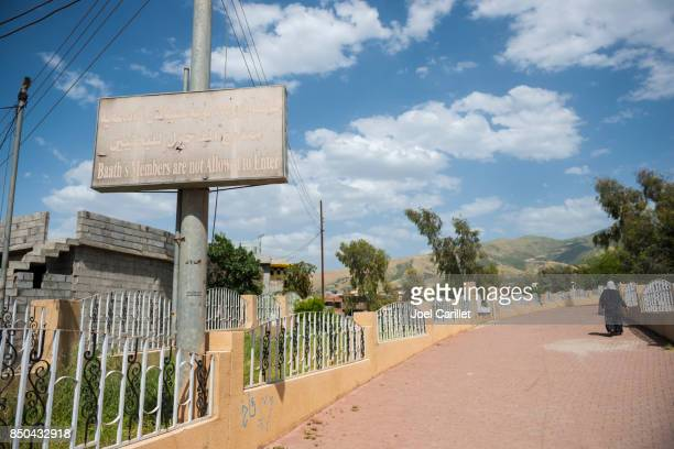 no baathist sign at cemetery in halabja, iraq - halabja stock pictures, royalty-free photos & images