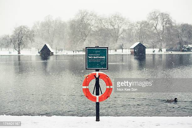 no bathing sign + life buoy, london, england - hyde park london stock pictures, royalty-free photos & images