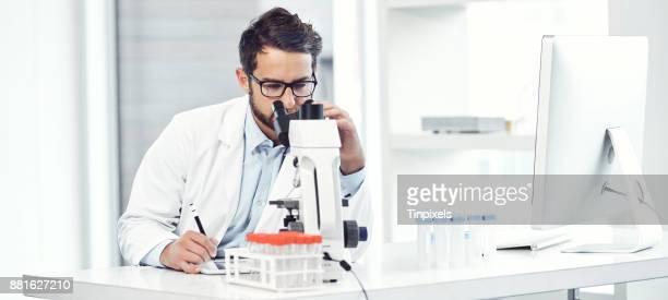 no distractions - químico imagens e fotografias de stock