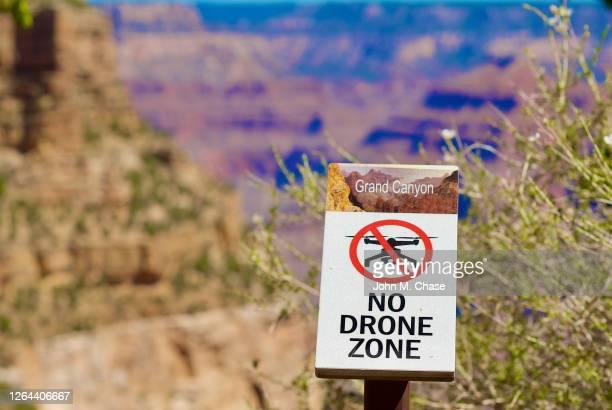 signe «no drone zone», parc national du grand canyon - zone d'exclusion aérienne photos et images de collection