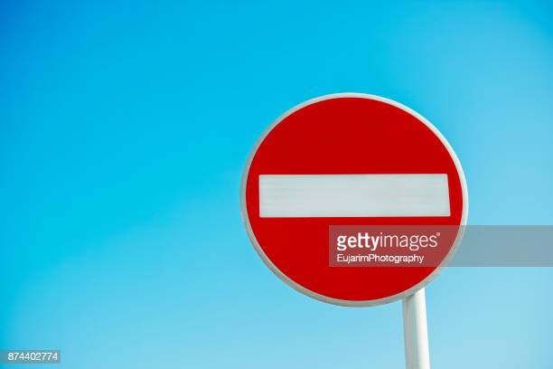 no entry(do not enter) sign isolated on blue sky background - verboten stock-fotos und bilder