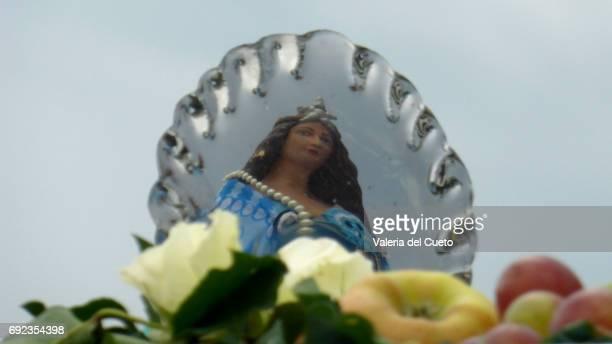 no espelho, iemanjá - espelho stock pictures, royalty-free photos & images
