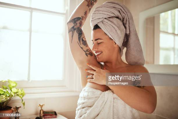 no hair, no problem - armpit woman stock pictures, royalty-free photos & images