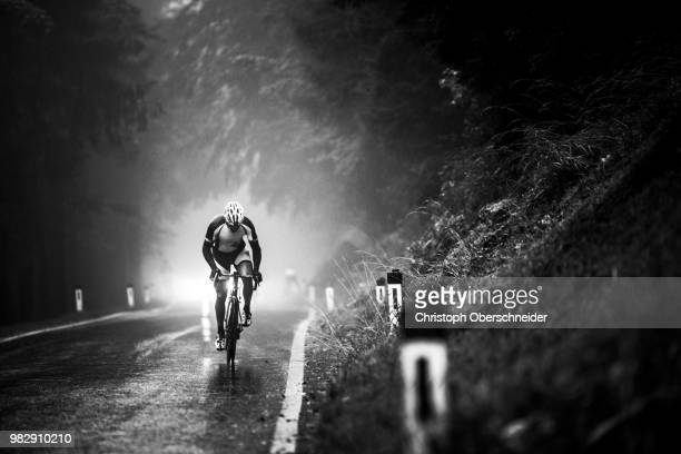 no pain, no gain - road cycling athlete - road cycling stock pictures, royalty-free photos & images