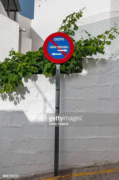 no parking sign - dorte fjalland imagens e fotografias de stock
