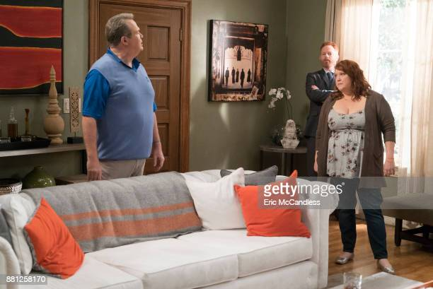 FAMILY 'No Small Feet' When Claire lands a big opportunity for Pritchett's Closets Jay expects a little validation for his contribution and Pam's...