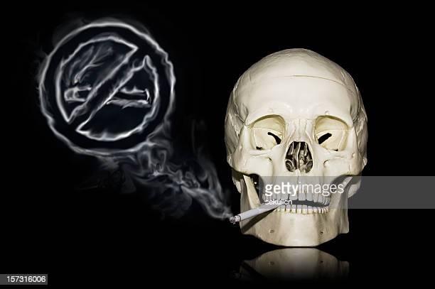 Para No fumadores. Cigarrillo puede matar, cráneo