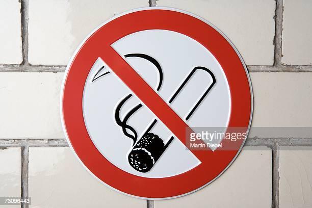 ?no smoking? sign - no smoking sign stock pictures, royalty-free photos & images