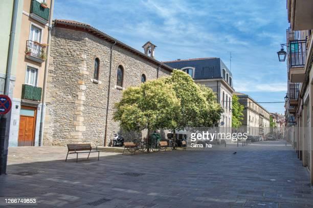 コロナウイルスのパンデミックのために旧市街の観光客はありません。ビトリア・ガスタイス - アラバ県 ストックフォトと画像