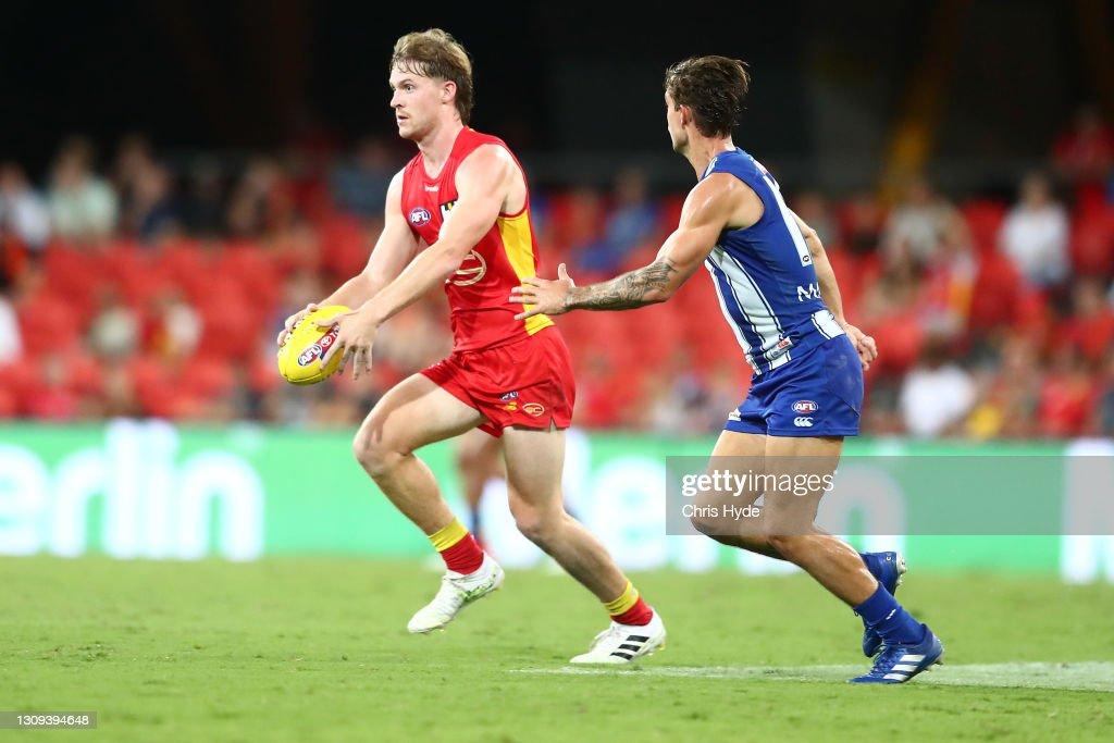 AFL Rd 2 - Gold Coast v North Melbourne : News Photo