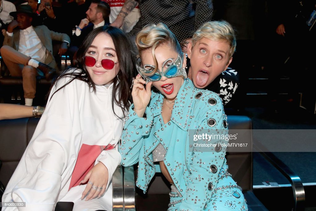 Noah Cyrus and Miley Cyrus attend the 2017 MTV Video Music Awards at The Forum on August 27, 2017 in Inglewood, California.
