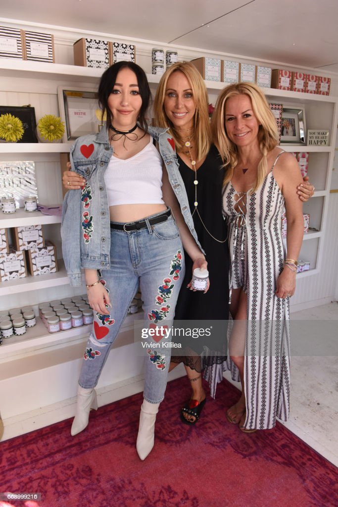Noah Cyrus, Tish Cyrus and Nicole Winnaman attend Lucky Lounge Presents Desert Jam on April 15, 2017 in Palm Springs, California.