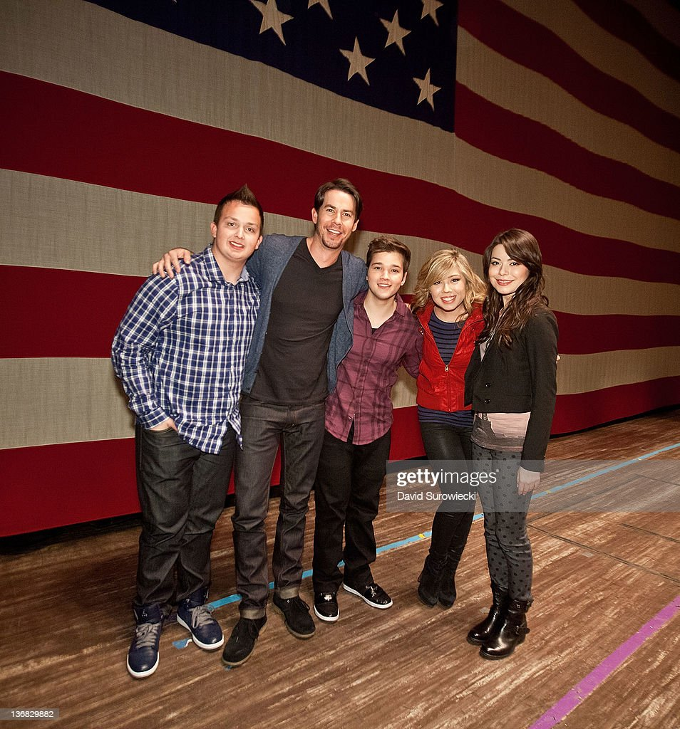 Noah Munck, Jerry Trainor, Nathan Kress, Jennette McCurdy and Miranda Cosgrove, pose onstage at the auditorium at Naval Submarine Base New London on January 11, 2012 in Groton, Connecticut. The cast of Nickelodeon's iCarly were presenting a special military family screening of iMeet The First Lady, an episode of their show featuring Michelle Obama.