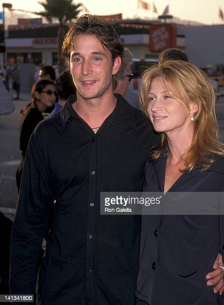 Noah Wyle and Tracy Warbin at the Premiere of 'Men in Black' Pacific's Cinerama Dome Hollywood