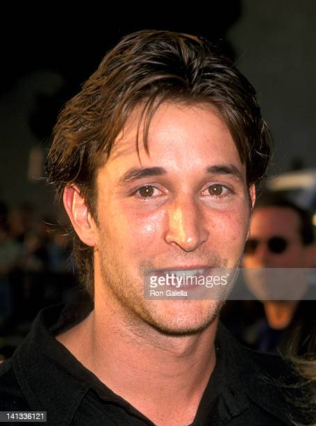 Noah Wyle at the Premiere of 'Men in Black', Pacific's Cinerama Dome, Hollywood.