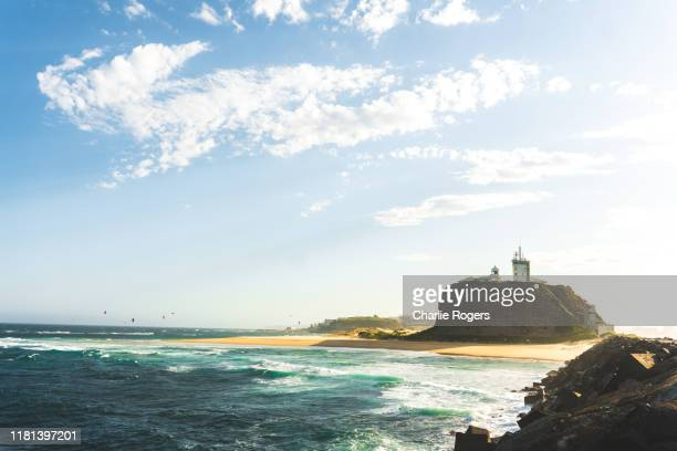nobby's lighthouse in newcastle harbour, new south wales, australia - 豪州 ニューカッスル ストックフォトと画像