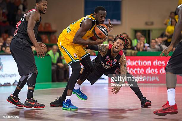 Nobel BoungouColo #16 of Limoges CSP competes with Daniel Hackett #23 of Olympiacos Piraeus during the Turkish Airlines Euroleague Basketball Regular...