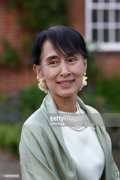 Nobel Peace Prize Laureate Aung San Suu Kyi a former student of Oxford University attends a reception on June 19 2012 in Oxford England The...