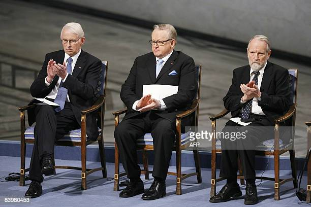 Nobel Peace Prize laureate Martti Ahtisaari flanked by chairman of the Norwegian Nobel Committee Ole Danbolt Mjoes and committee member Berge Furre...