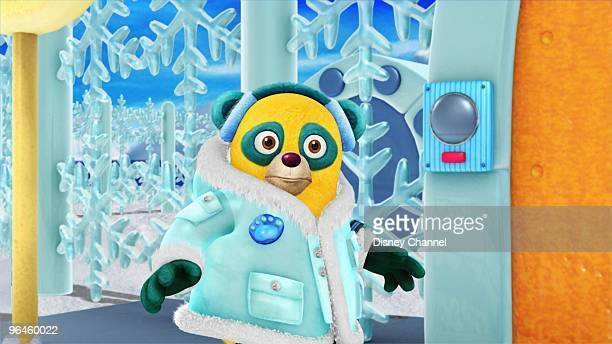 OSO Nobody Draws It Better Special Agent Oso puts his Ice Base Access Training Exercise on hold to help Anna make her daddy a Valentine's Day card...