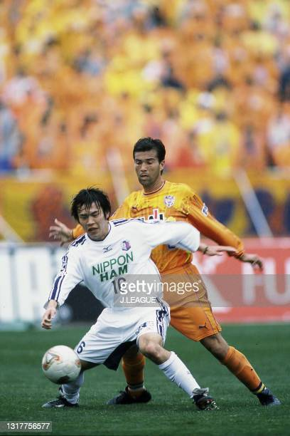 Nobuki Hara of Cerezo Osaka controls the ball under pressure of Emerson of Shimizu S-Pulse during the J.League J1 first stage match between Shimizu...