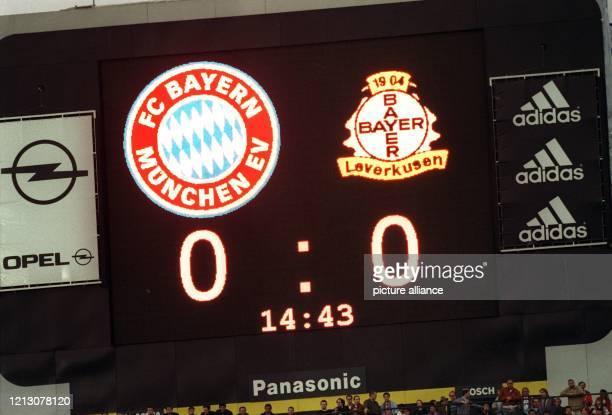 Noch weist am 2641998 die Anzeigetafel im Münchner Olympiastadion in der Begegnung zwischen Bayern München und Bayer Leverkusen ein 00 aus Am Ende...