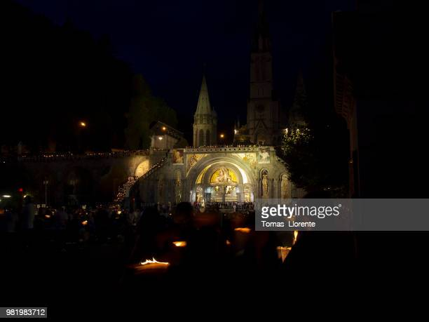 noche en lourdes ii - llorente stock pictures, royalty-free photos & images