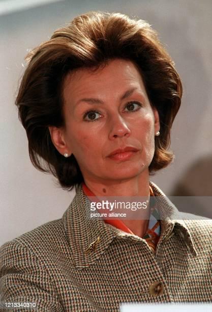 """Noch-Ehefrau des niedersächsischen Ministerpräsidenten Gerhard Schröder und Vorsitzende der Landesstiftung """"Hilfe für Kinder von Tschernobyl"""",..."""
