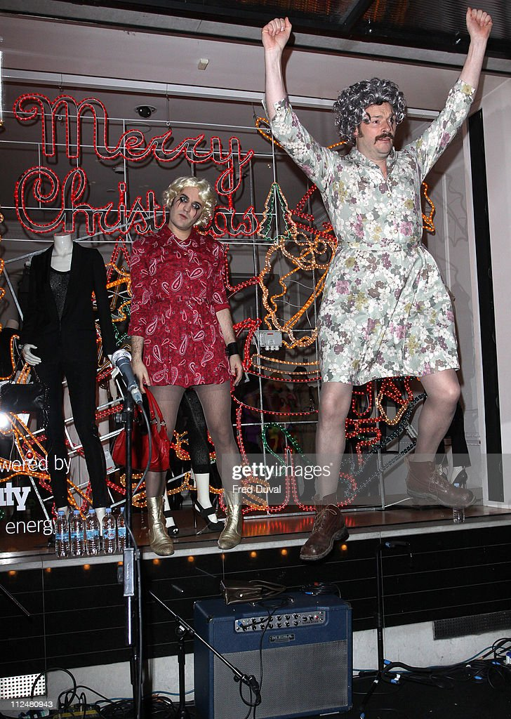 Noel Fielding and Julian Barratt (R) attend the switch on ceremony for the Stella McCartney store christmas lights on November 23, 2009 in London, England.