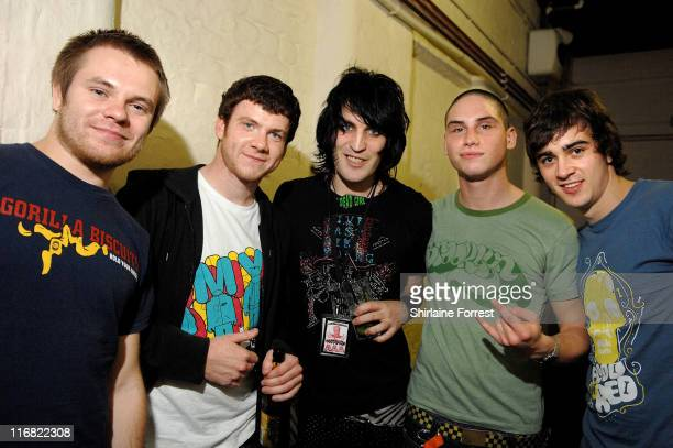 COVERAGE** Noel Fielding of The Mighty Boosh poses backstage with Roughton 'Rou' Reynolds Liam 'Rory' Clewlow Chris Batten and Rob Rolfe of Enter...