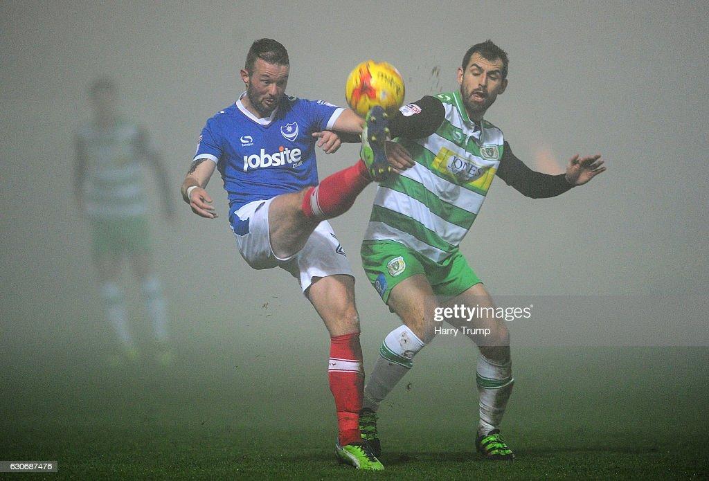 Yeovil Town v Portsmouth - Sky Bet League Two : Nachrichtenfoto