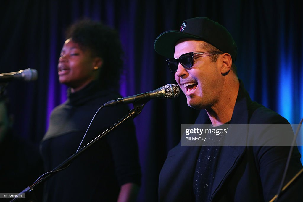 Noelle Scaggs and Michael Fitzpatrick of the band Fitz And The Tantrums perform at Radio 104.5 Performance Theater November 12, 2016 in Bala Cynwyd, Pennsylvania.