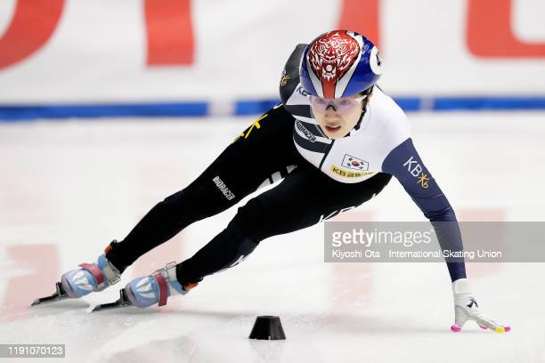 Noh Ah Rum of South Korea competes in the Ladies' 1000m Semifinal during the ISU World Cup Short Track at the Nippon Gaishi Arena on November 30 2019...