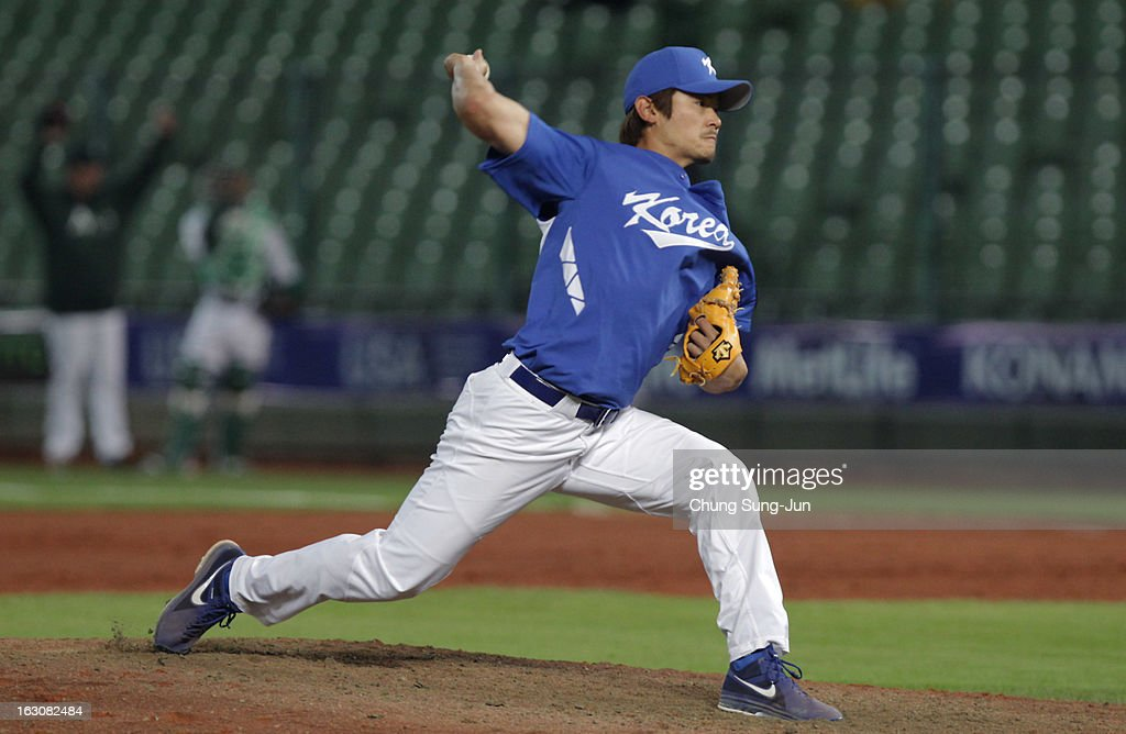 Noh Kyung-Eun of South Korea pitches in the sixth inning during the World Baseball Classic First Round Group B match between South Korea and Australia at Intercontinental Baseball Stadium on March 4, 2013 in Taichung, Taiwan.