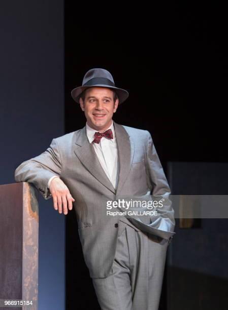 Noham Morgensztern de la Comédie-Française interprète la pièce 'La Ronde' d'après Arthur Schnitzler, mise en scène d'Anne Kessler au théâtre du...