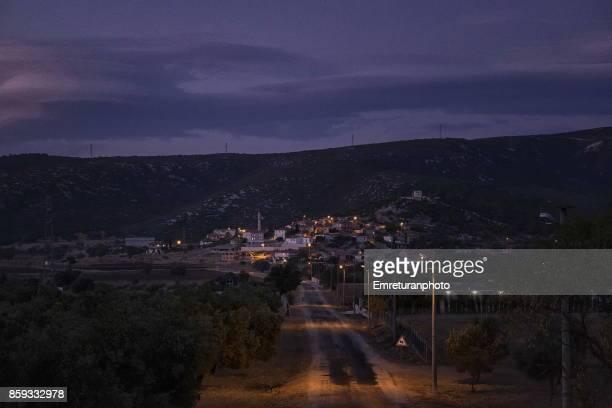 nohutalan village and road at sunset in cesme. - emreturanphoto - fotografias e filmes do acervo