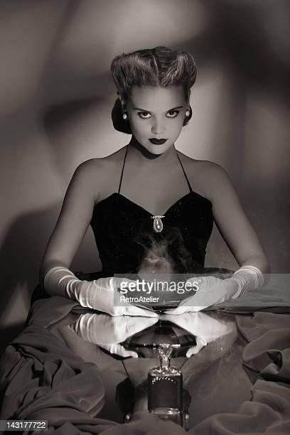 noir style.power de amor - mulher fatal imagens e fotografias de stock