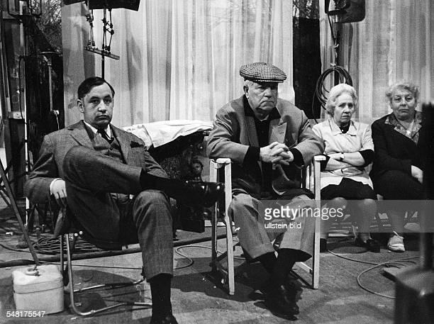Noiret Philippe * Schauspieler Frankreich mit Jean Gabin am Rande von Dreharbeiten 1964