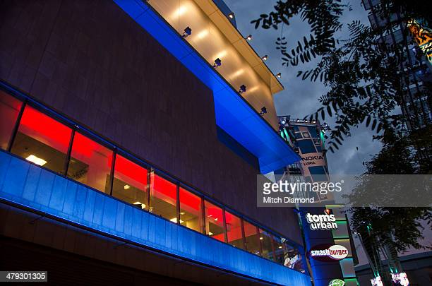nokia center at night - microsoft theater los angeles stock pictures, royalty-free photos & images