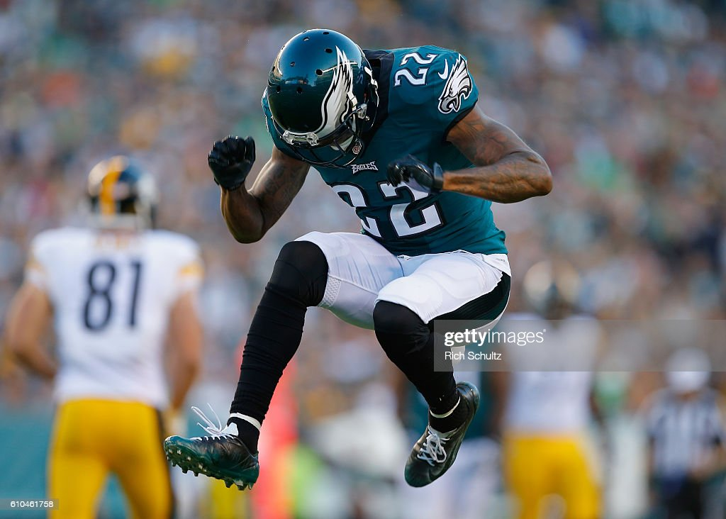 Nolan Carroll #22 of the Philadelphia Eagles reacts to a missed interception against the Pittsburgh Steelers in the third quarter at Lincoln Financial Field on September 25, 2016 in Philadelphia, Pennsylvania.
