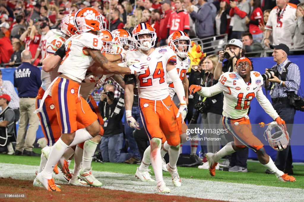 College Football Playoff Semifinal at the PlayStation Fiesta Bowl - Clemson v Ohio State : ニュース写真