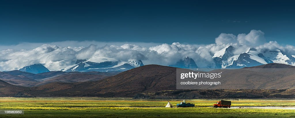 Nomad living in Tibetan plateau : Stock Photo