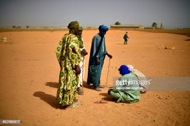 Nomads talk during a weekly cattle market on the outskirts of Gao on March 7 2017 in Gao Mali The soldiers of the Bundeswehr try to gather...