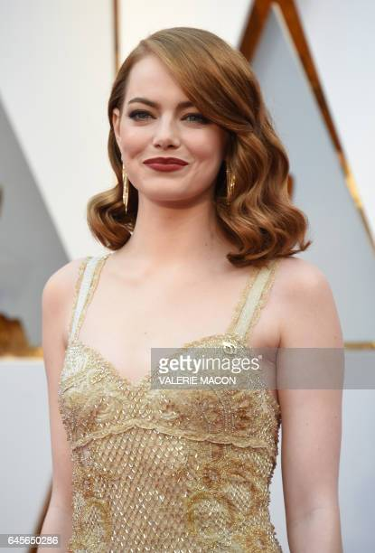 Nominee for Best Actress 'La La Land' Emma Stone arrives on the red carpet for the 89th Oscars on February 26 2017 in Hollywood California / AFP /...