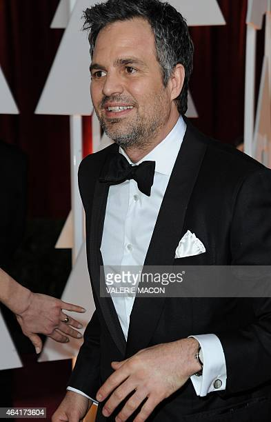 Nominee for Best Supporting Actor Mark Ruffalo arrives on the red carpet for the 87th Oscars on February 22 2015 in Hollywood California AFP PHOTO /...