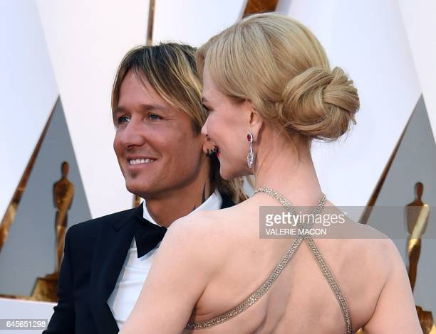 Nominee for Best Supporting Actress 'Lion' Nicole Kidman and Australian singer Keith Urban arrives on the red carpet for the 89th Oscars on February...