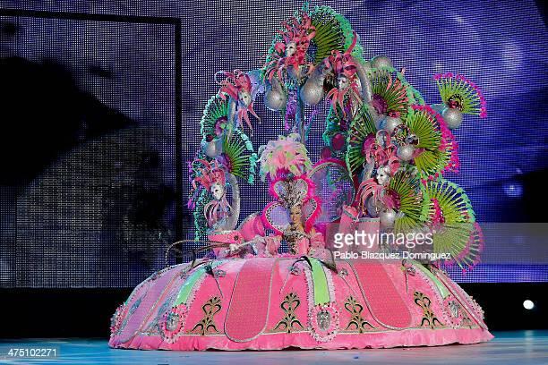 Nominee for Queen of the 2013 Santa Cruz carnival Itziar Marrero performs on February 26 2014 in Santa Cruz de Tenerife on the Canary island of...