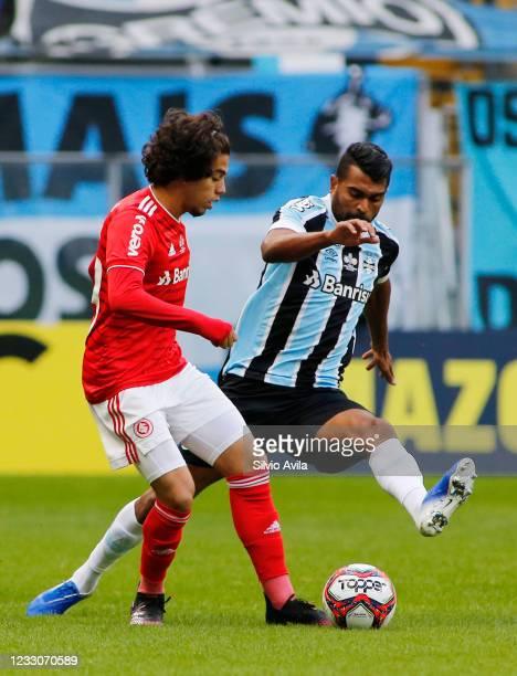 Nonato of Internacional and Thiago Santos of Gremio fight for the ball during the final of Rio Grande Do Sul State Championship 2021 between Gremio...