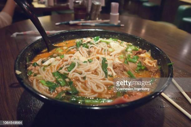 noodle soup, hong kong - argenberg stock-fotos und bilder