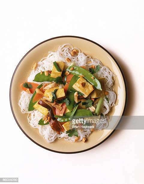 noodles with tofu and vegetables - noodles stock pictures, royalty-free photos & images